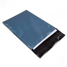 Versandtaschen aus recyceltem Kunststoff metallicblau