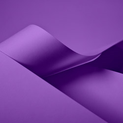 Papiertragetaschen und Tüten, lila