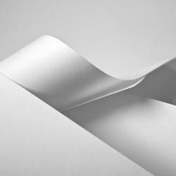 Papiertragetaschen und Tüten, weiß
